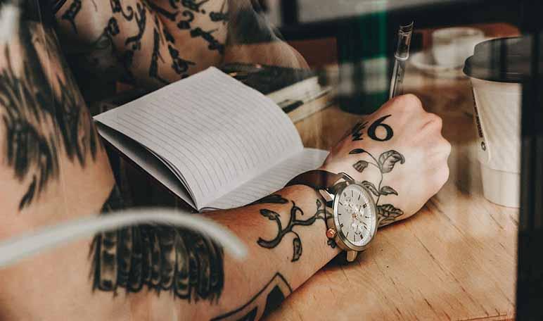 Los 5 Mejores Tatuajes En La Muñeca Para Hombres Apréndete