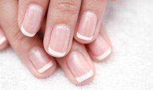 ¿Son peligrosas las manchas en las uñas? - Apréndete
