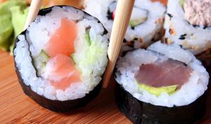 Utensilios necesarios para saber cómo hacer sushi
