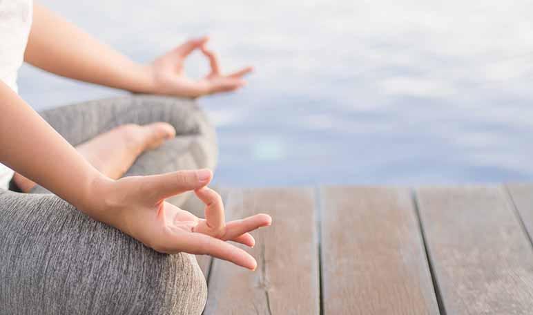 Cómo hacer yoga en casa - Apréndete